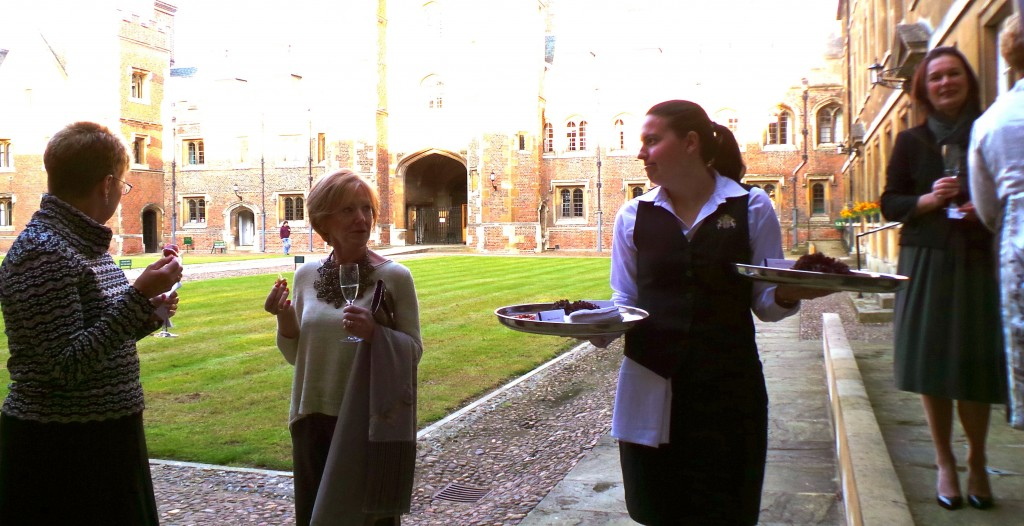 cambridge-food-tour-cambridge-college-supper-club-aperitif-courtyard