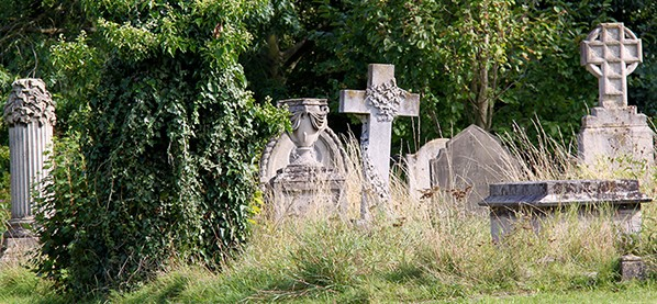 cambridge-food-tour-mill-road-cemetery-graves